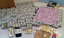 Rs 5.7 crore in new notes seized by IT department from secret bathroom chamber in Karnataka (Watch Video)