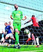 Everton destroy United