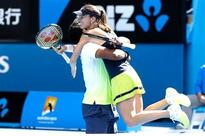 Paes-Hingis storm into Aus Open final