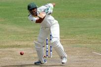 Magnificent Younis keeps Pakistan on course