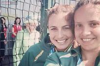 Photo: Queen Elizabeth II photobombs Australian athlete's selfie at the Commonwealth Games