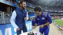 IPL 2018: Watch- Sachin Tendulkar cuts cake during MIvSRH, Wankhede crowd sings Happy Birthday