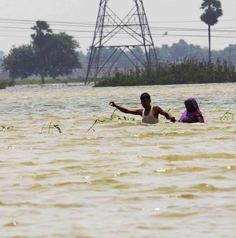 Flood threat in 3 Telangana districts as Godavari river swells