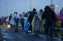 4,000 refugees cross Austrian border, numbers could double - police