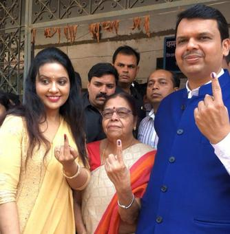 Famous faces among voters in Mumbai