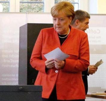 Merkel casts ballot in German election