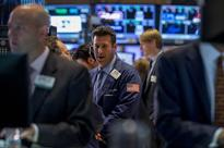 Wall St ends mixed, energy shares fall