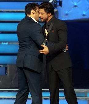 Shah Rukh thanks Salman for promoting Happy New Year