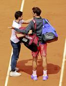 French Open 2015: Watch Young Fan Beat Security to Take Selfie With Roger Federer at Centre Court (Video)