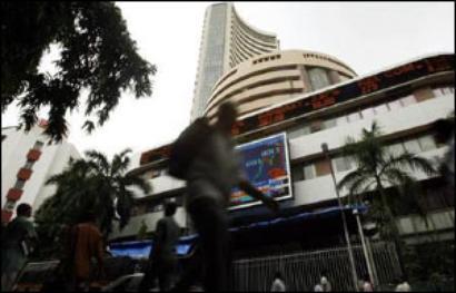 Markets rangebound; IT, pharma shares gain