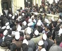 Huge crowd of AAP activists gather outside Kejriwal's office
