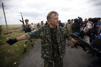 Gunmen said to chase investigators from MH17 crash site
