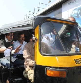 Auto driver who ferried Kejriwal in Mumbai fined