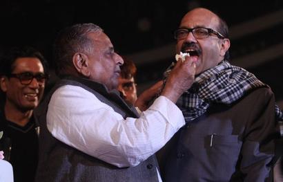 Mulayam: Akhilesh will NOT be removed