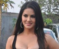 Sunny Leone takes Hindi lessons on 'Fear Files' set