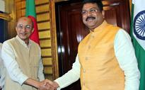 Union Minister Meets Bangla, Lanka Delegates