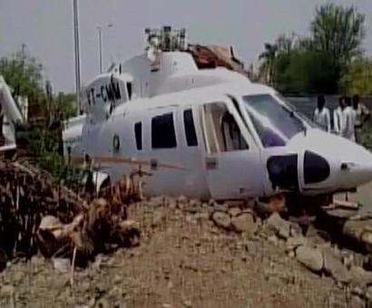 Chopper with Fadnavis on board crash lands, 'absolutely safe', tweets CM