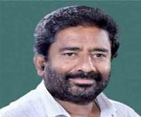 Shiv Sena MPs meet Speaker over flying ban on party's LS member