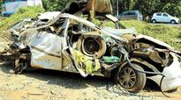 Trailer falls on car, kills 4 in Kottakkal