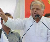 Election Commission issues notice to Mulayam