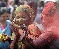 Delhi sex workers celebrate Holi with kheer, biryani
