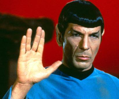 Fans honor Nimoy with tweets, Vulcan salute