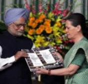 We all stand by PM, says Sonia