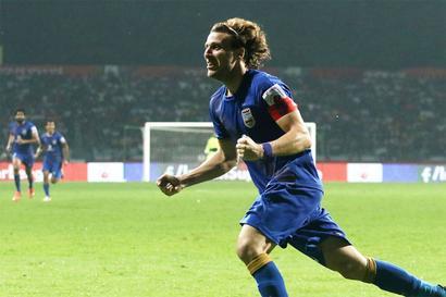 ISL: Forlan strikes as Mumbai snap ATK's dream run, go top