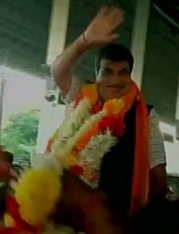 Dissent within BJP: Demands for Gadkari as CM begin