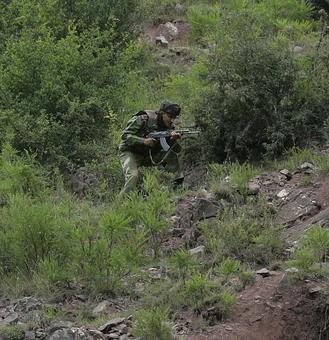 Soldier killed in Pakistani firing in Machil sector