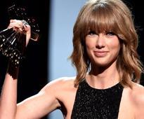 Taylor Swift rakes in four awards at MTV Video Music Awards 2015