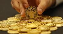 Gold hits one-month low as strong data offset safe-haven lure