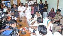 Chaos at Kannur peace meet, UDF boycotts