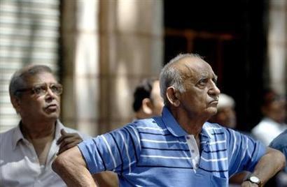 Sensex slips over 100 points as global stocks tumble; Banks drag
