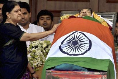 AIADMK MPs meet President, seek CBI probe into Jayalalithaa death