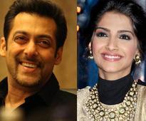 Salman Khan blushes while romancing Sonam Kapoor!