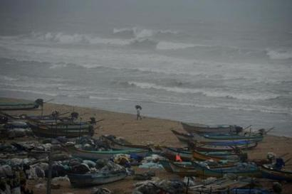 Heavy rains from evening in Andhra as Cyclone Vardah nears