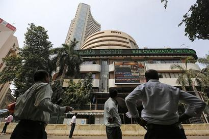 Sensex dips 224 points, Nifty below 8,600 on US rate hike concerns
